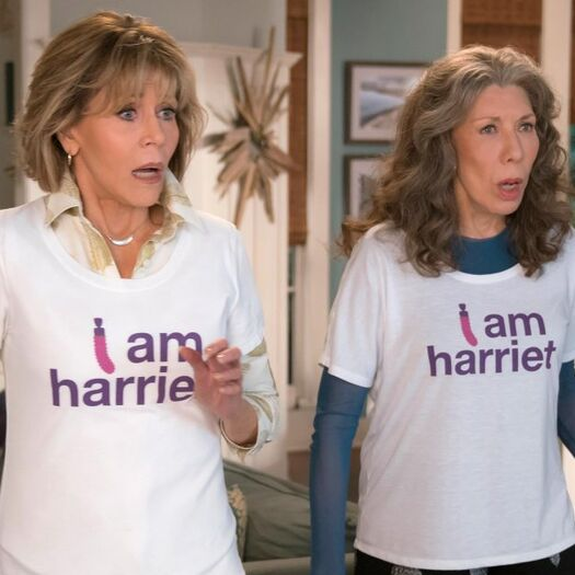 'Grace and Frankie' EP teases sex, babies, and manicurists in season 4