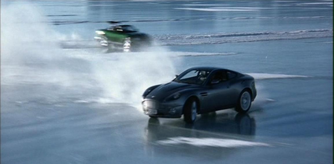 Aston Martin V12 Vanquish (Умри, но не сейчас 7).JPG