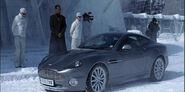 Aston Martin V12 Vanquish (Умри, но не сейчас 4)