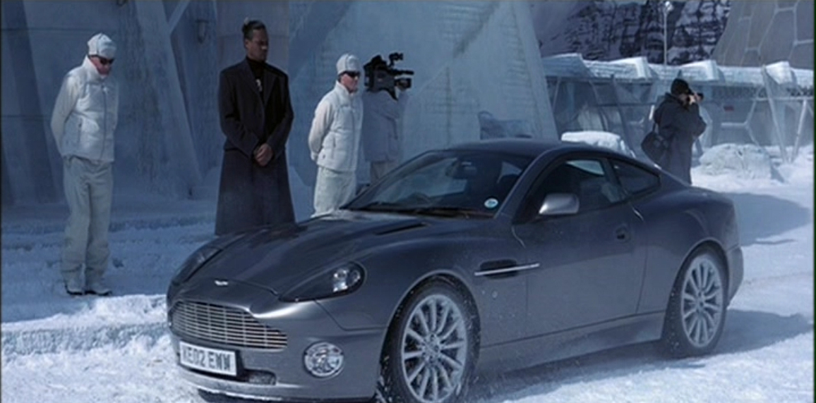 Aston Martin V12 Vanquish (Умри, но не сейчас 4).JPG