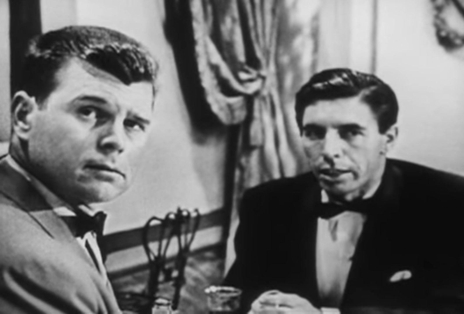 Бонд и Лейтер (Казино Рояль 1954).jpg