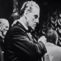 Бэзил (Джин Рот, Казино Рояль 1954).png