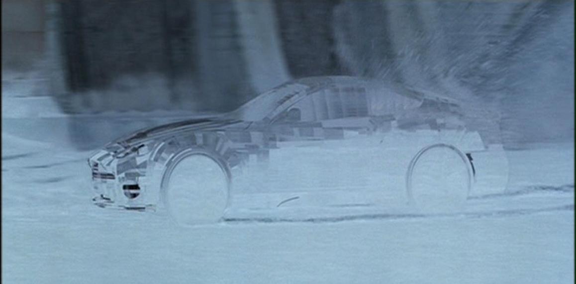 Aston Martin V12 Vanquish (Умри, но не сейчас - адаптивный камуфляж).JPG