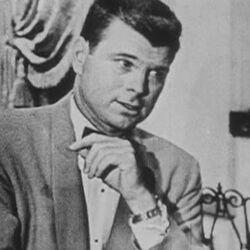 Джеймс Бонд (Барри Нельсон, Казино Рояль 1954).jpg