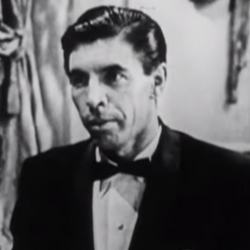 Кларенс Лейтер (Майкл Пэйт, Казино Рояль 1954).png