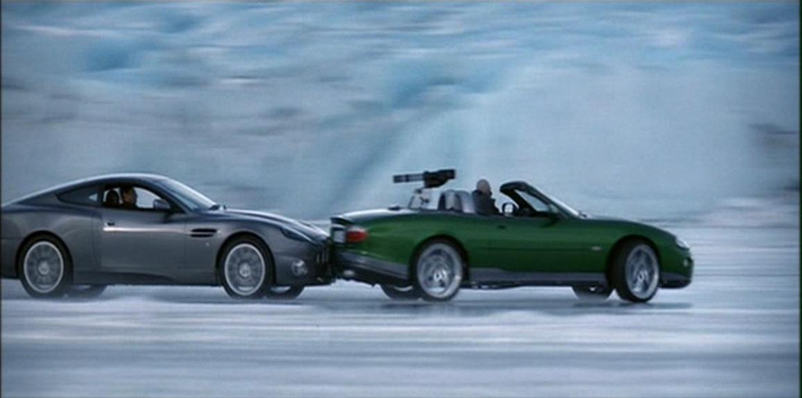 Aston Martin V12 Vanquish (Умри, но не сейчас 10).JPG