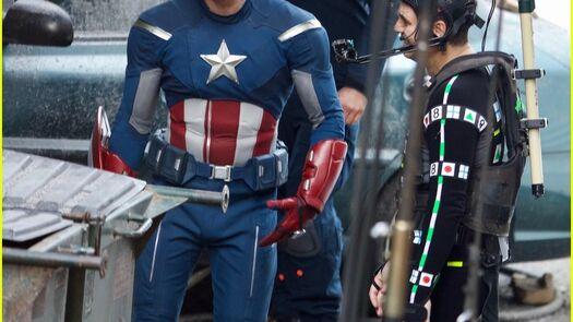 Chris Evans' Captain America Suit Could Provide Clue to 'Avengers 4' Story Line | chris evans clean shaven throwback captain america suit 16 - Photo