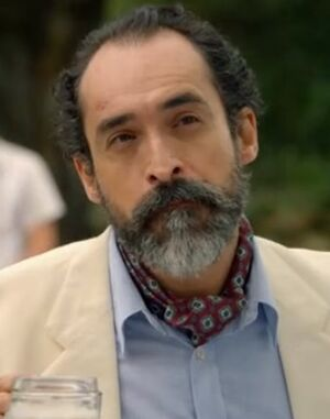 Fernando-neck-scarf.jpg