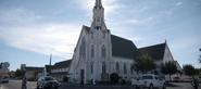 S04E10-Graduation-065-Church