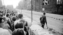 Berlin_Wall_build_(1961)