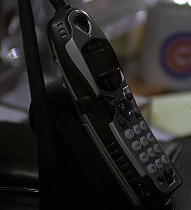 1x14 Tony phone.jpg