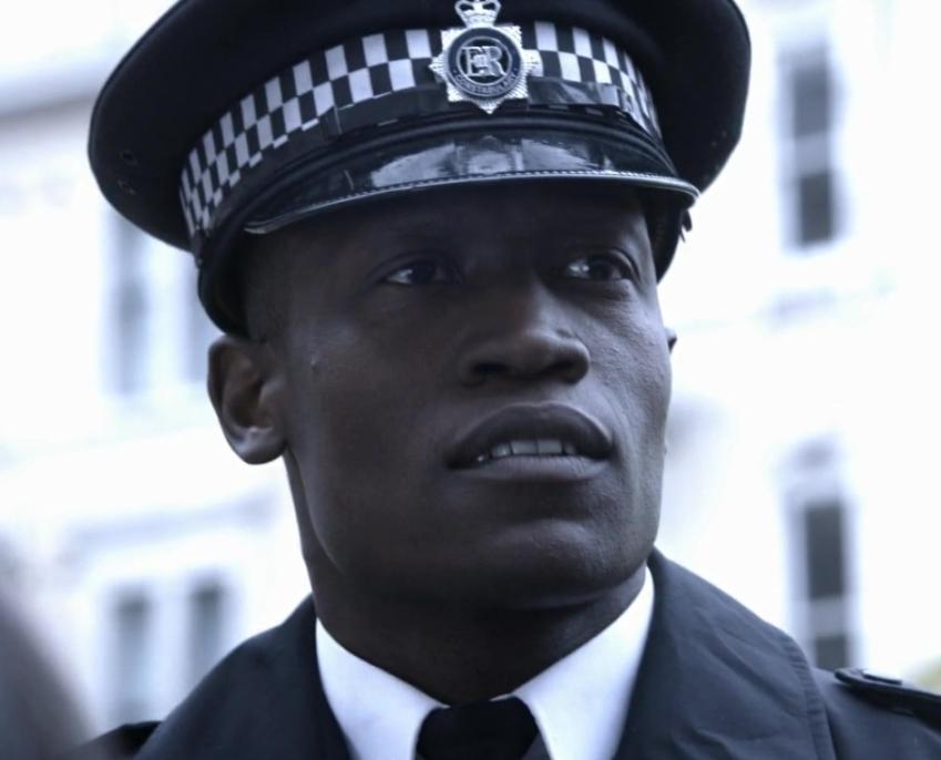 9x07 Policeman.jpg