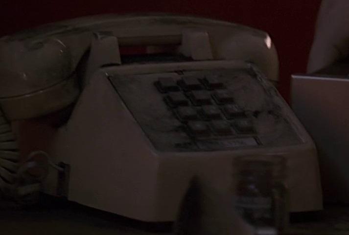 1x14 hospital phone.jpg