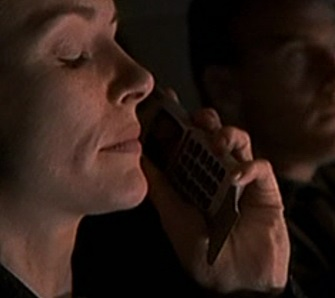 1x01 Teri's phone.jpg