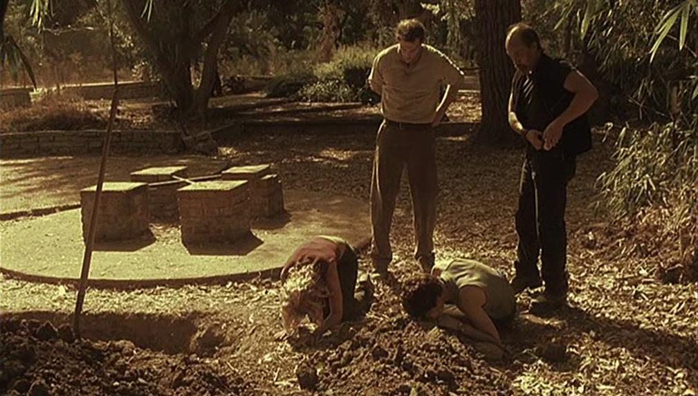 1x08 Gaines compound.jpg