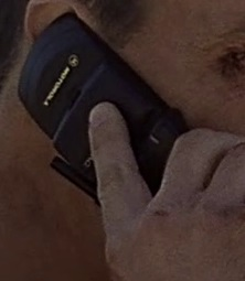 1x14 Kevin phone.jpg