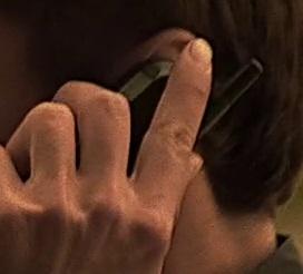 1x08 Jonathan phone.jpg