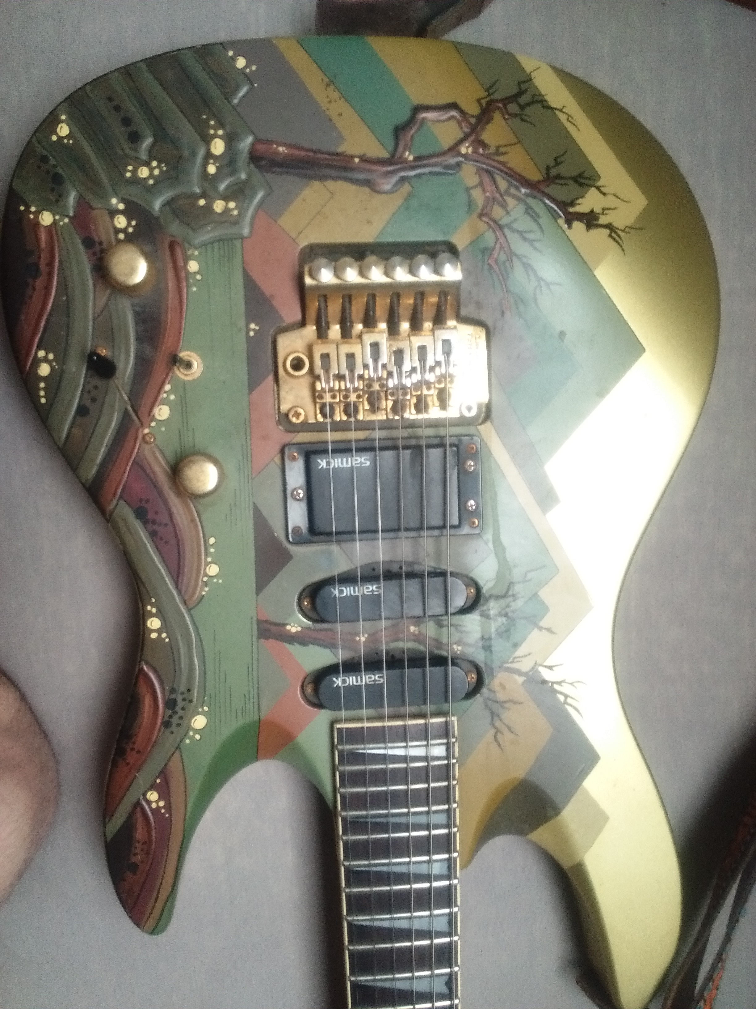 Need Help for Guitar identification!