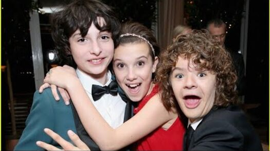 STRANGER THINGS CAST ULTIMATE FUNNY MOMENTS! 😂😂😂