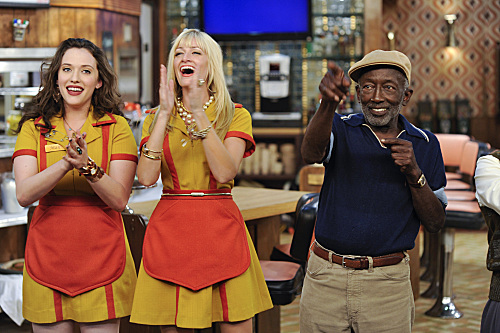 2-BROKE-GIRLS-And-the-90s-Horse-Party-Episode-5-7.jpg