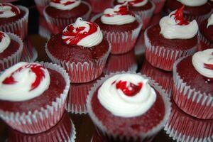 Red-velvet-cupcake 01.jpg