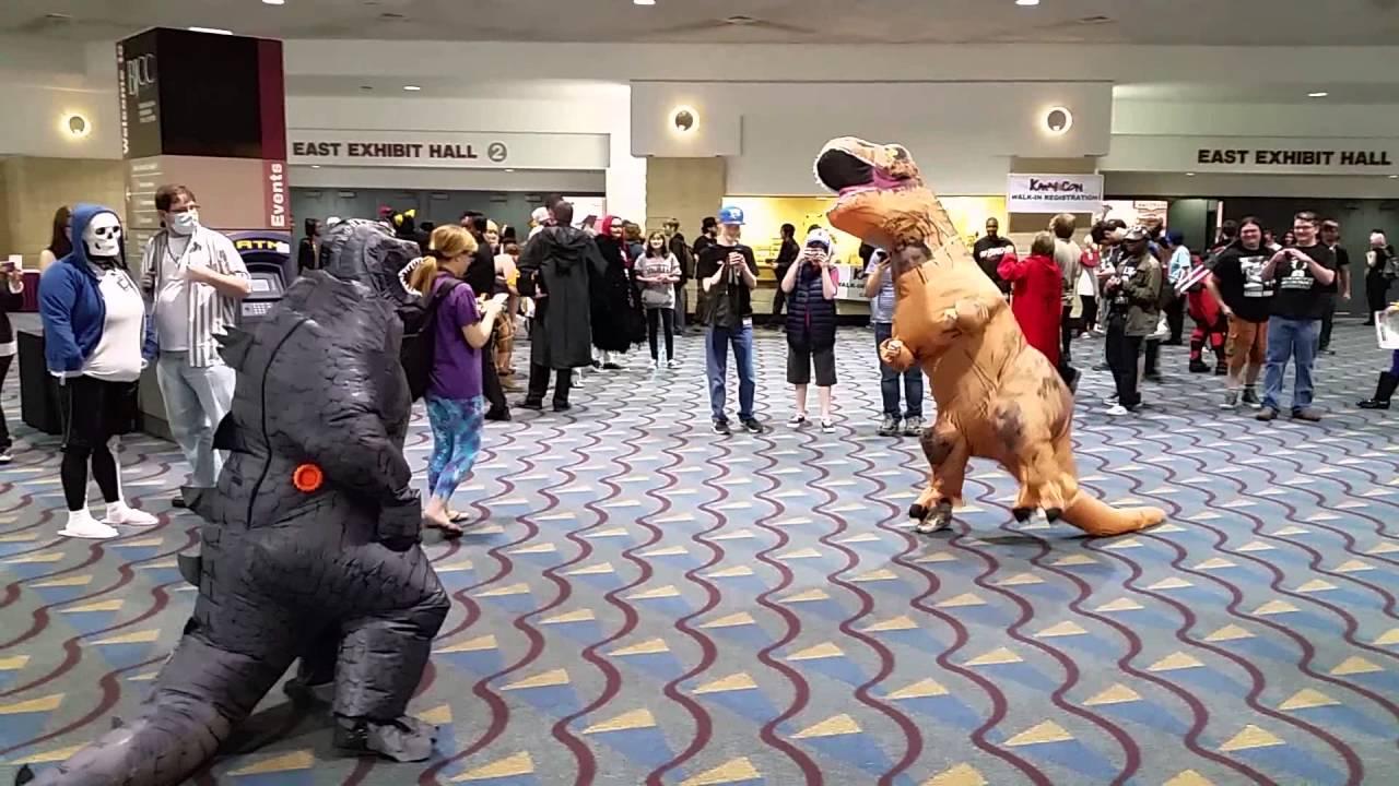 KamiCon Godzilla vs. T Rex fight.