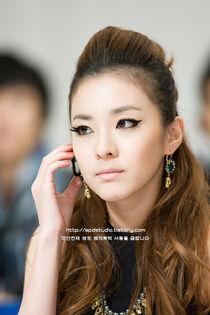 Yoon-eun-hye-gorgeous-dara-2ne1-32358725-800-1200