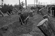 300px-RIAN archive 3500 Muscovites building fortifications