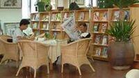 宜蘭縣宜蘭市立圖書館一樓報紙期刊區.jpg