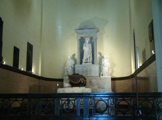 Bolivar's Grave.jpg