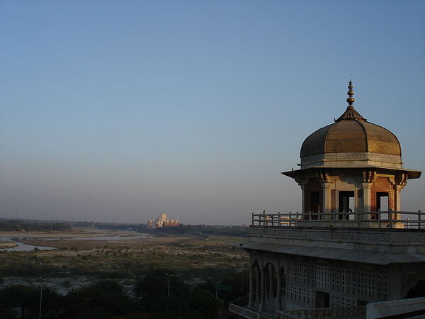 800px-TM from Red Fort.jpg