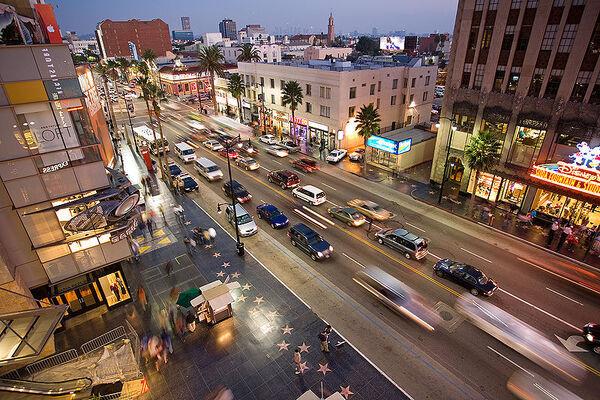 800px-Hollywood boulevard from kodak theatre.jpg