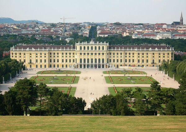 800px-Schloss Schoenbrunn August 2006 406.jpg