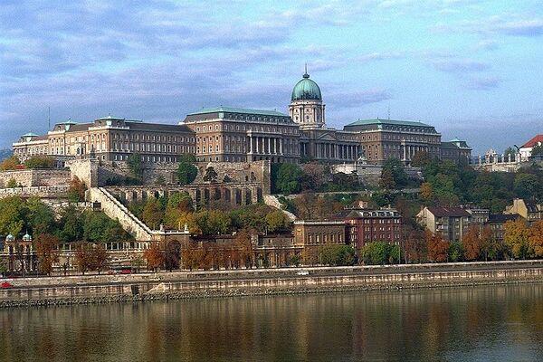 800px-BudapestCastle 028.jpg