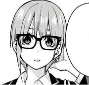中野一花 戴眼鏡時.png