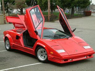 Lamborghini-lamborghini-countach-lp500s-1418625447.jpg