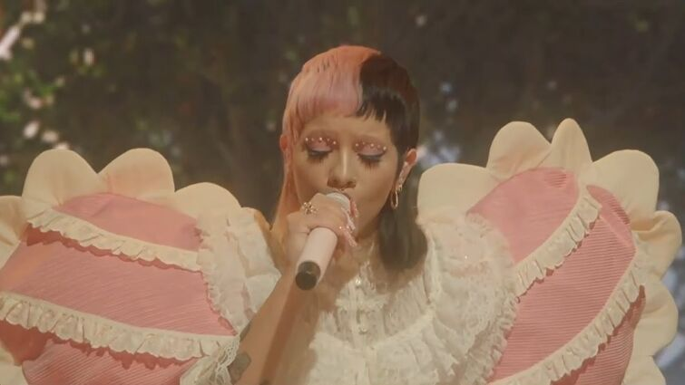 Melanie Martinez - Orange Juice (Live from Can't Wait Till I'm Out Of K-12 Virtual Tour) [HD]