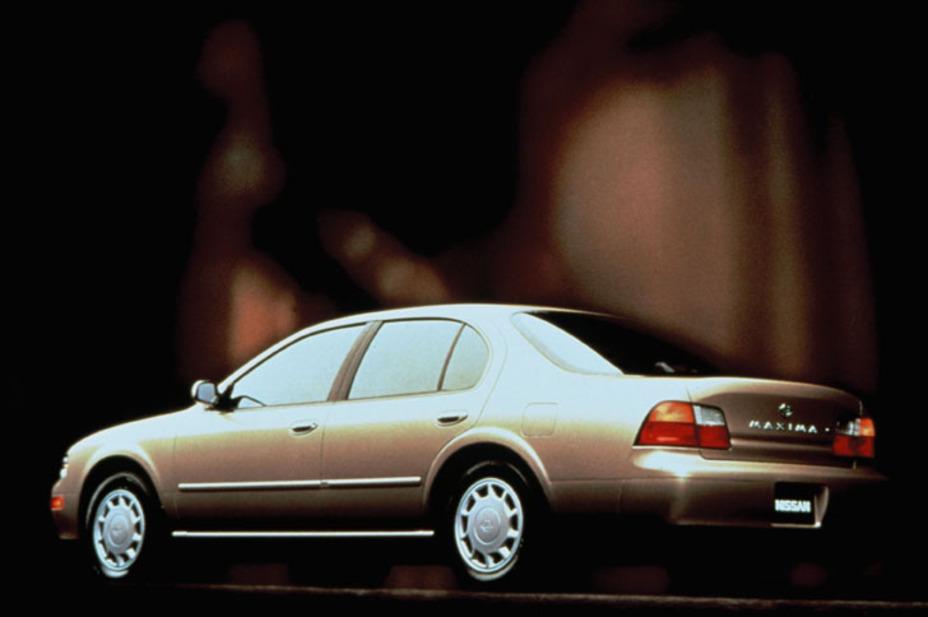 1995 Nissan Maxima GXE 4DR Sedan.jpg