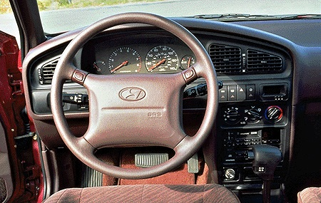 1995 Hyundai Elantra Dashboard.jpg