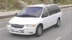 Chrysler_Town_&_Country_3DR_Minivan_(1996)