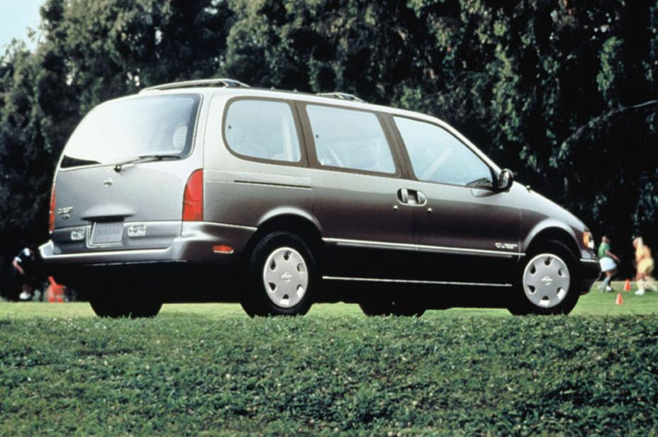1995 Nissan Quest XE 3DR Passenger Van.jpg