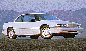 Buick Regal Gran Sport 2DR Coupe (1995).jpg