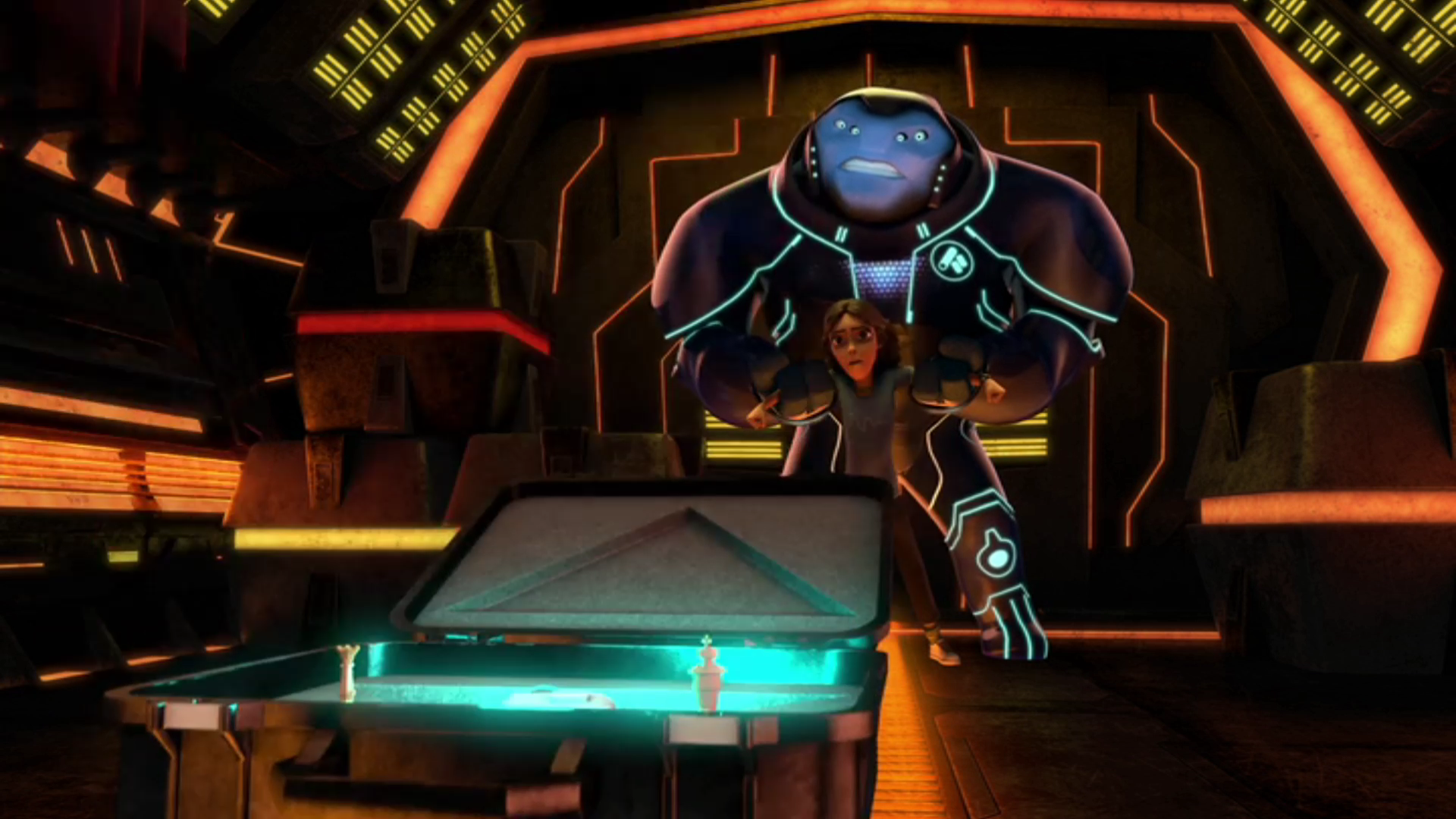 3Below E11 explosive suitcase looks oddly similar to the eyestone suitcase from Th P1E9