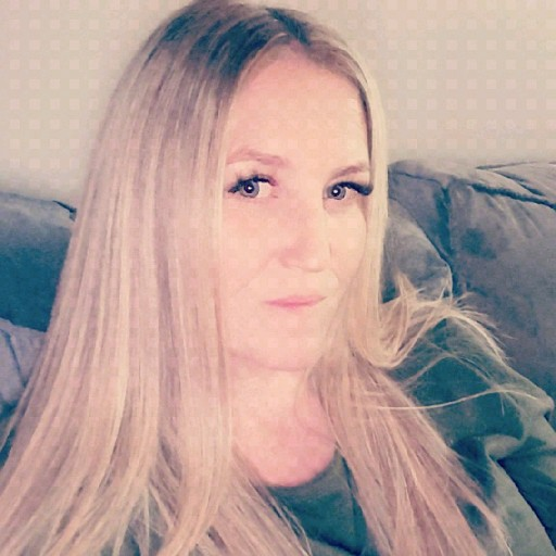 Lisa Fickling's avatar