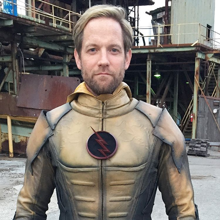 I think Matt Letscher is a better Eobard than Tom Cavanagh. Who agrees or disagrees?