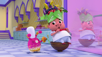 101b - Curly eats the carrot from the fruit hat