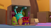 101a - Bozzly hides in a box