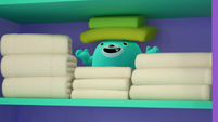 101a - Bozzly hiding amongst towels