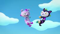 Theme 2 - Mo and Bo fly through the air
