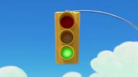 101a - Light turns green